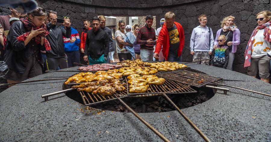 El diablo - cooking over the volcanic heat