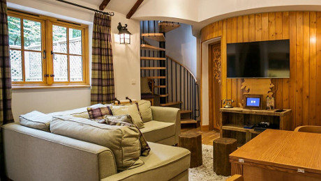 Woodland Treehouse, Luxury Accommodation at Alton Towers